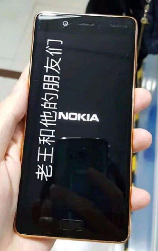 Слухи: золотой Nokia 8 на реальных фото