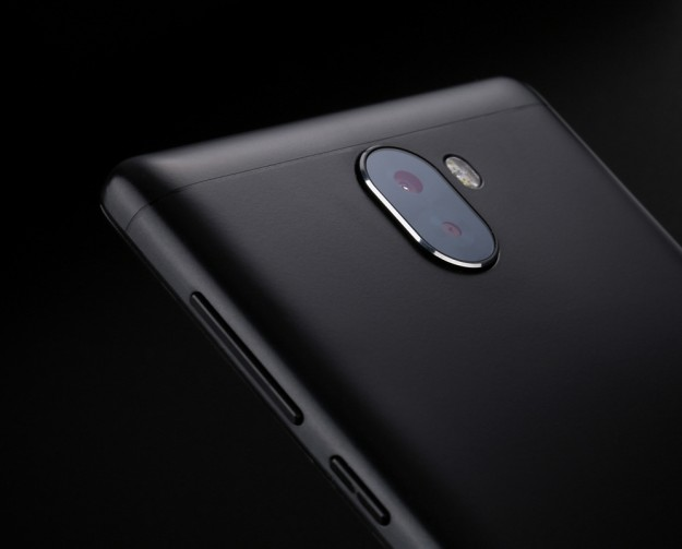 Определены окончательные характеристики смартфона LEAGOO KIICAA MIX: 8-ядерный процессор, 3ГБ+32ГБ  память,цена - 9.99