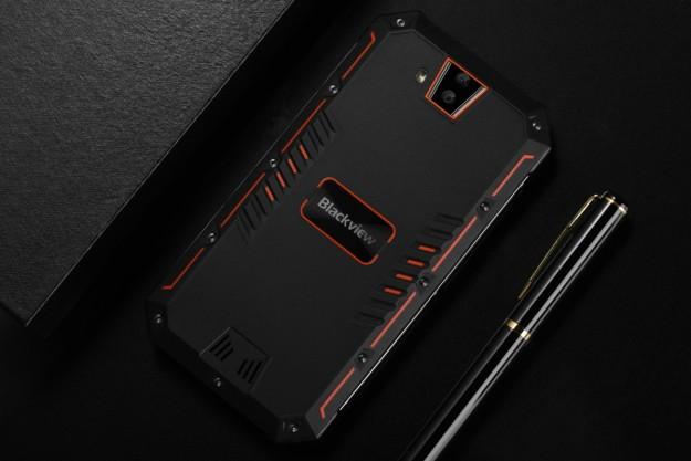 Новый Blackview BV4000 с защитой IP68 утверждает, что даже большой смартфон может быть красивым