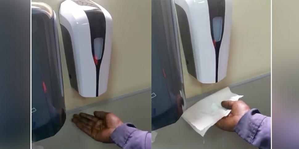 Интернет-пользователи обвинили дозатор мыла в расизме