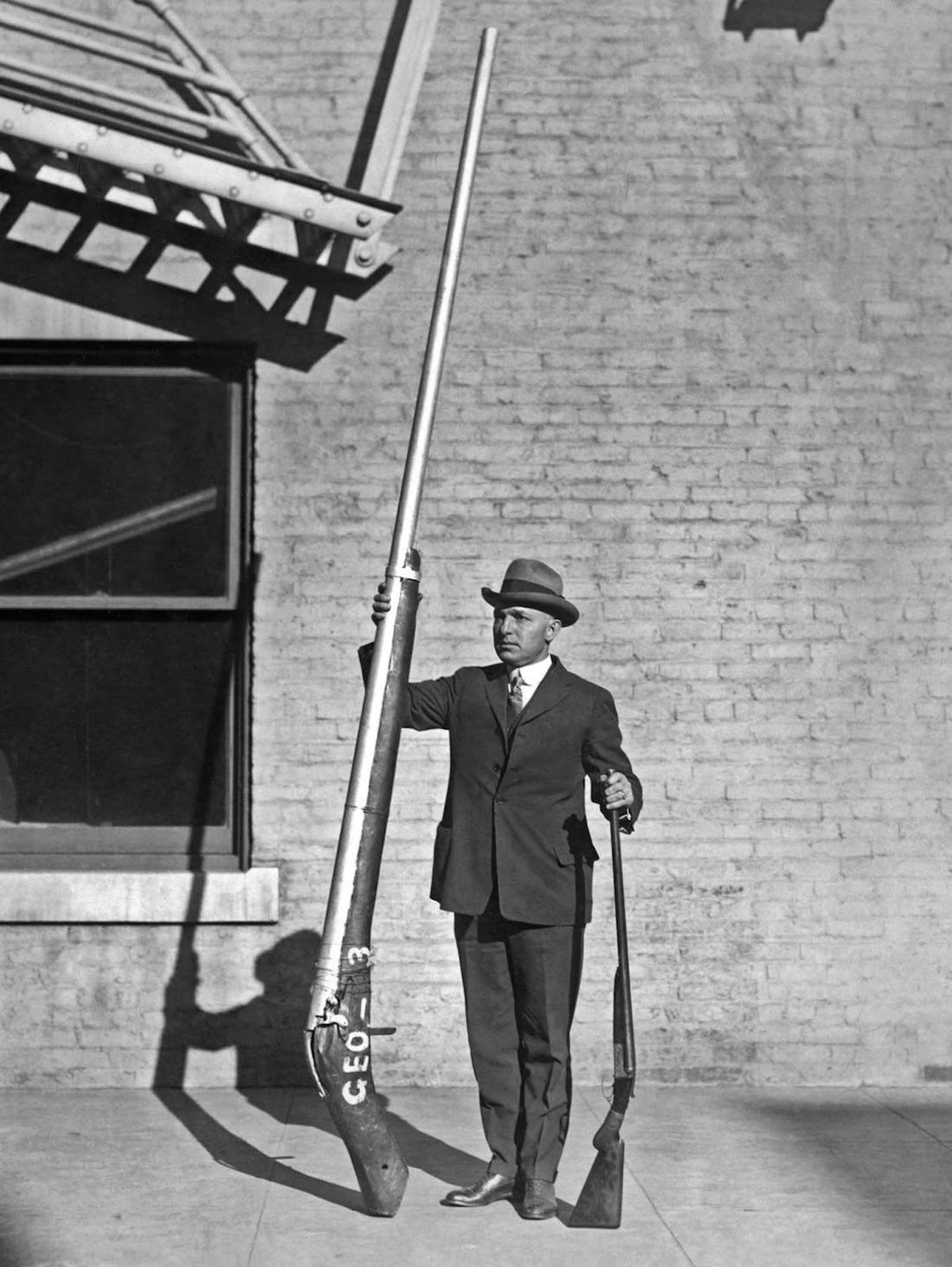 История знаменитых фото. Самое большое в мире ружье и 4 мегабайта весом в тонну