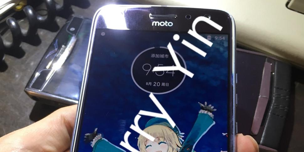 В сеть утекли новые фотографии Motorola Moto X4