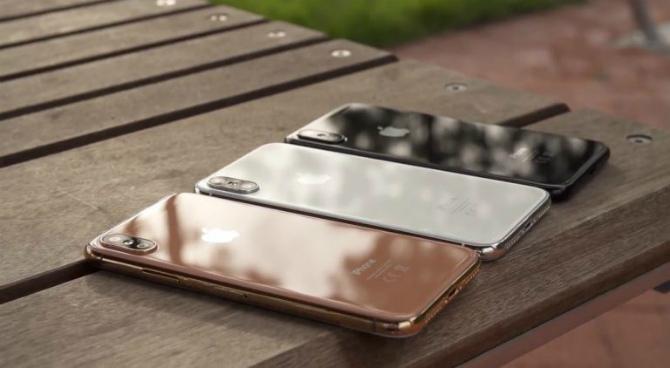 iPhone 8 на видео в трех цветах