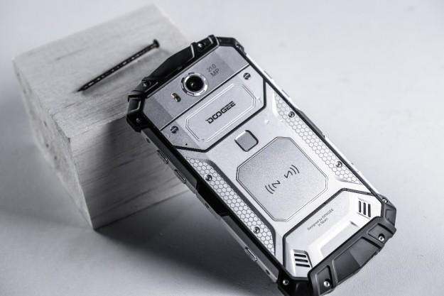 Почему люди платят 0 или больше за прочный телефон вместо iPhone?