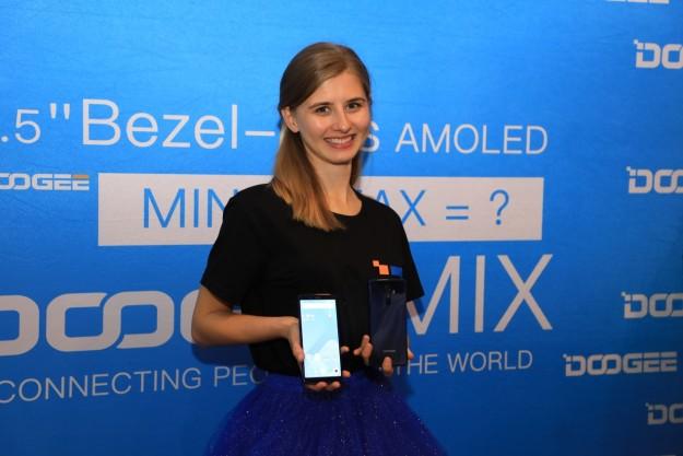 DOOGEE MIX2 впервые показали в Праге