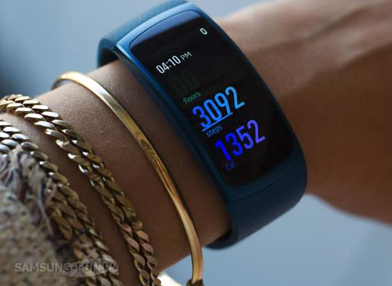 Фитнес-браслет Samsung Gear Fit2 получил обновление ПО