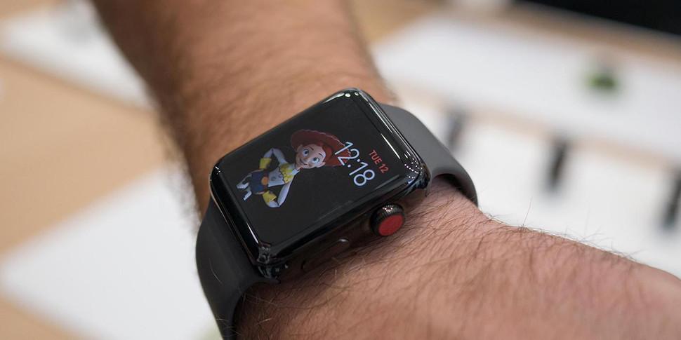 Apple подтвердила проблемы с LTE в новых умных часах и обещает все исправить