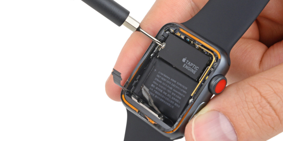 iFixit: LTE-модуль в Apple Watch можно было добавить еще год назад