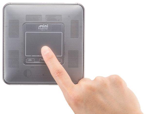 Проектор Canon M-i1 умещается на ладони и работает под Android