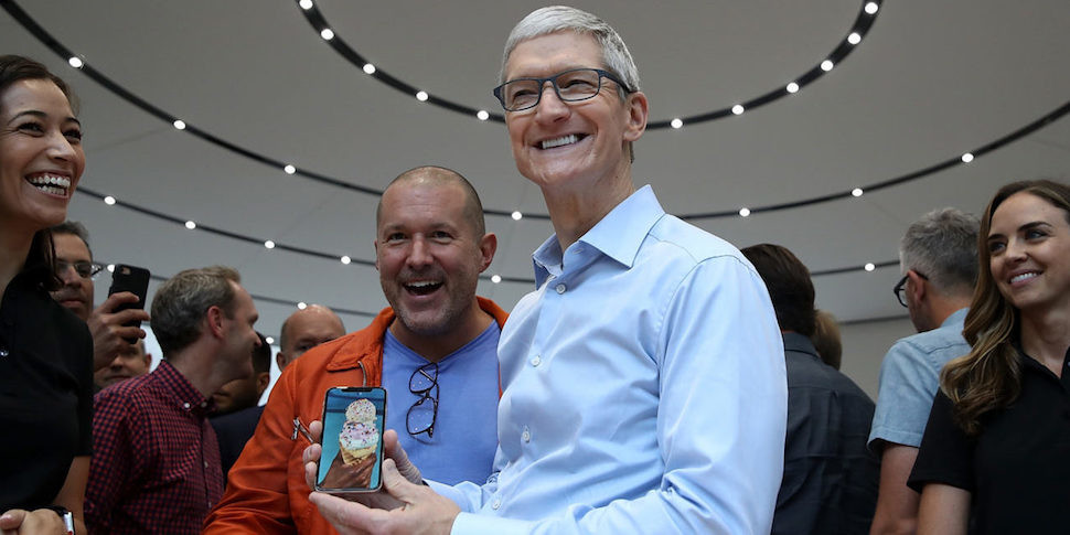 Тима Кука спросили, не слишком ли велика цена на iPhone X для среднего американца