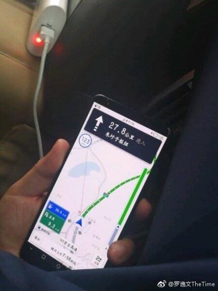 Безрамочный Huawei Mate 10 Pro показался на живых фото