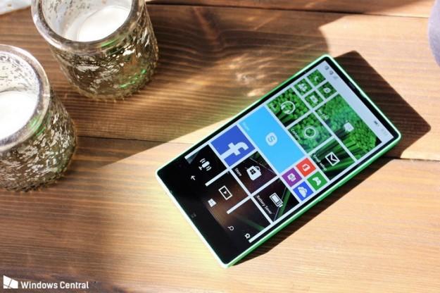 Не судьба: прототип безрамочного бюджетника Lumia 435 на фото