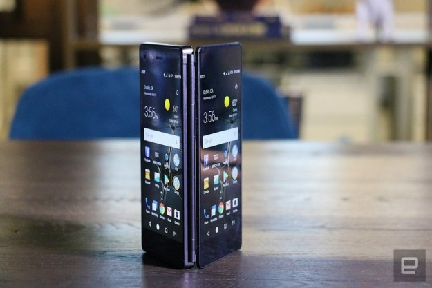 Анонс ZTE Axon M: раскладной смартфон с двумя экранами и одной камерой
