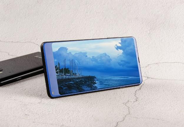 Vkworld S8 с титановой рамкой и закаленным стеклом доступен со скидкой