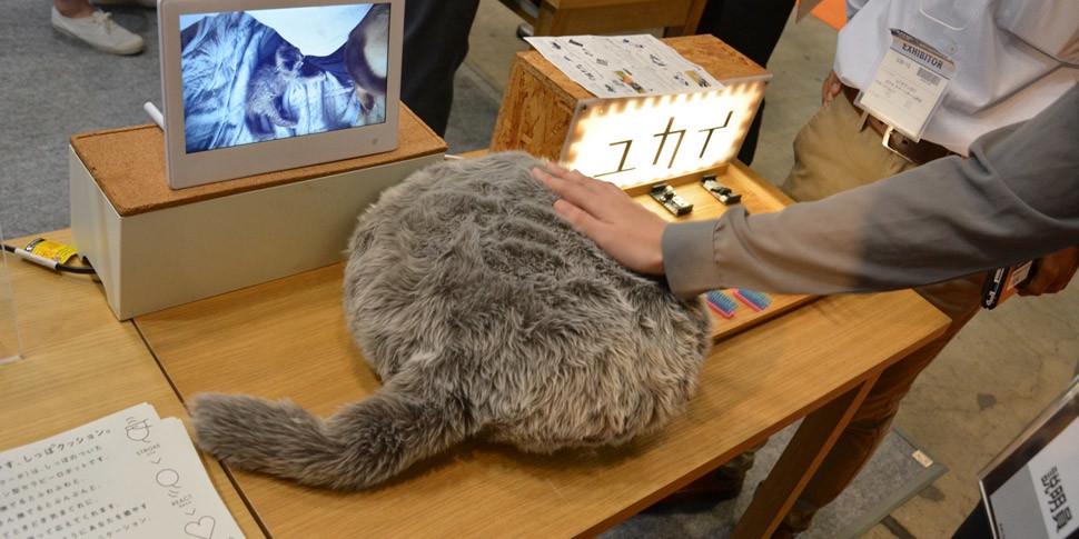 Японцы разработали роботизированную котоподушку для борьбы со стрессом