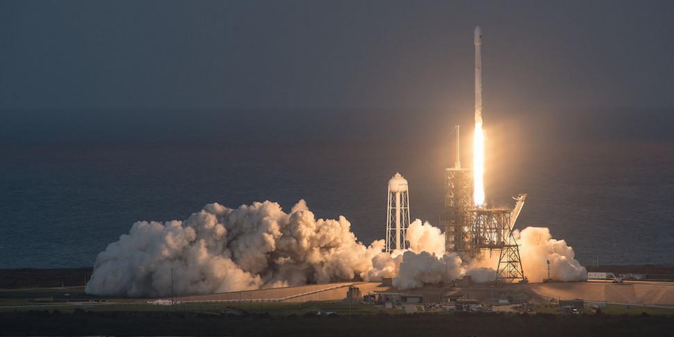 SpaceX успешно посадила «бэушную» ступень ракеты Falcon 9