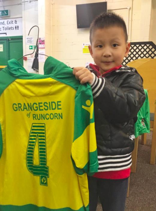 Китаец преодолел 10 000 километров, чтобы посетить маленький футбольный клуб, которым он руководит в Football Manager