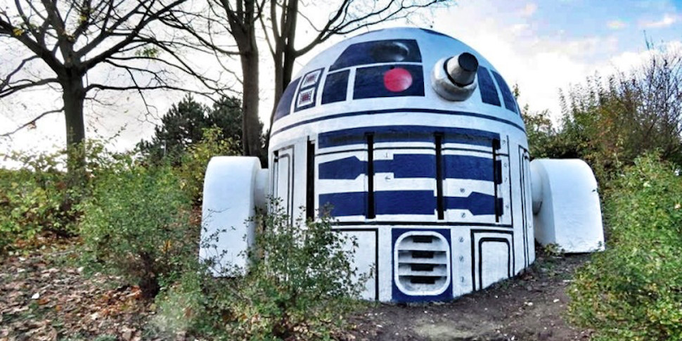 Пражский бункер превратили в робота R2D2 из «Звездных войн»
