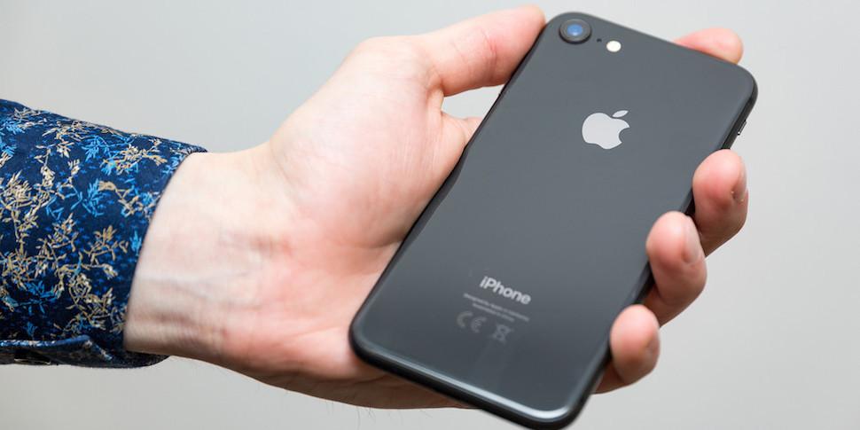 Владельцы новых iPhone 8 начали продавать их, чтобы купить iPhone X