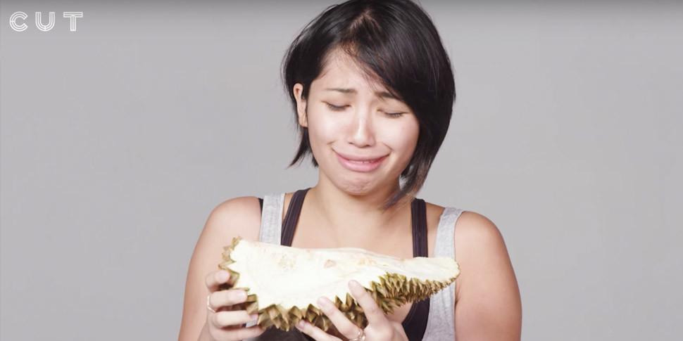 Энтузиасты дали 100 людям попробовать дуриан и записали их реакцию на видео