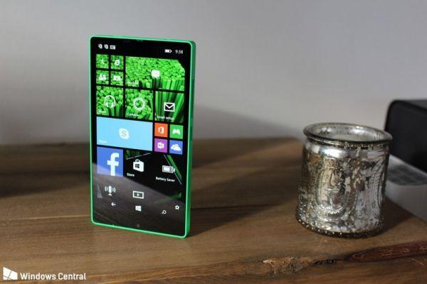 Microsoft работал над безрамочным смартфоном Lumia 435