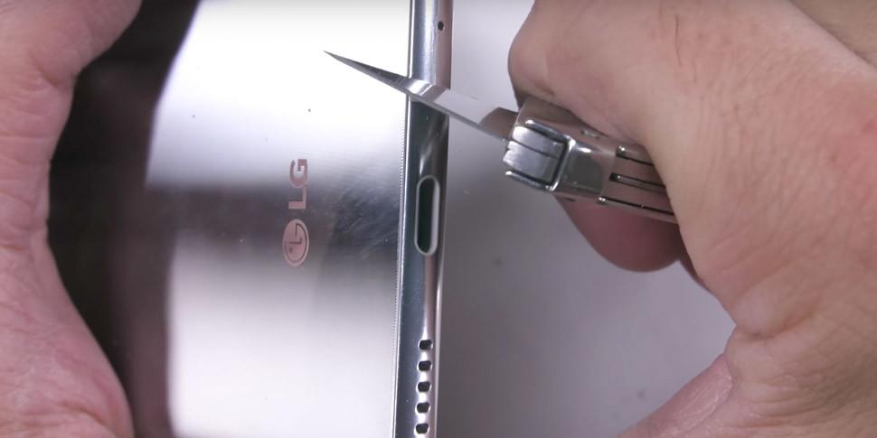 Смартфон LG V30 жгли, гнули и царапали