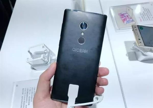 «Безрамочный» «флагман» Alcatel 5 впервые на реальных фото