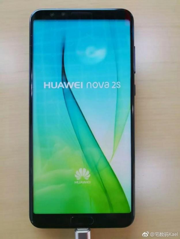 Безрамочный Huawei Nova 2S с четырьмя камерами показался на живых фото