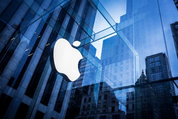 Цена Apple превысила триллион долларов