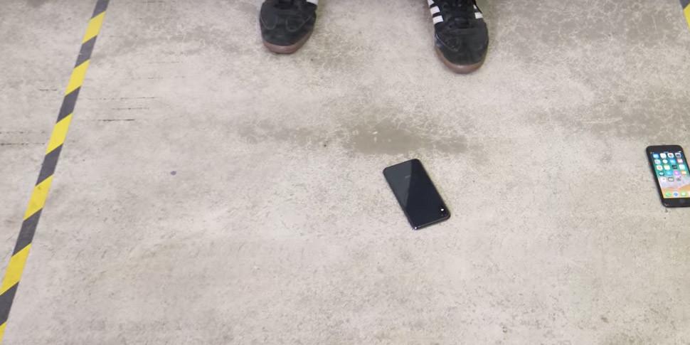 Смартфону iPhone X устроили дроп-тест и попытались утопить