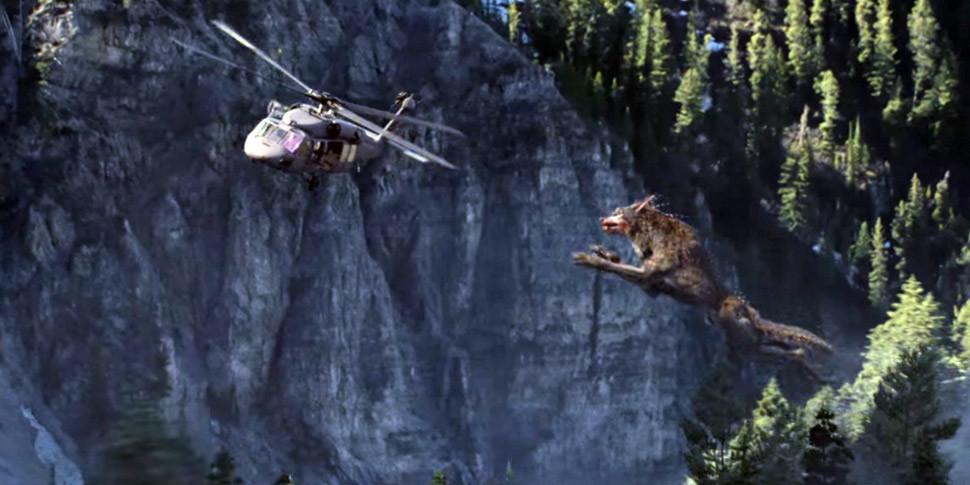 В первом трейлере фильма «Рэмпейдж» показали атакующего вертолет гигантского волка