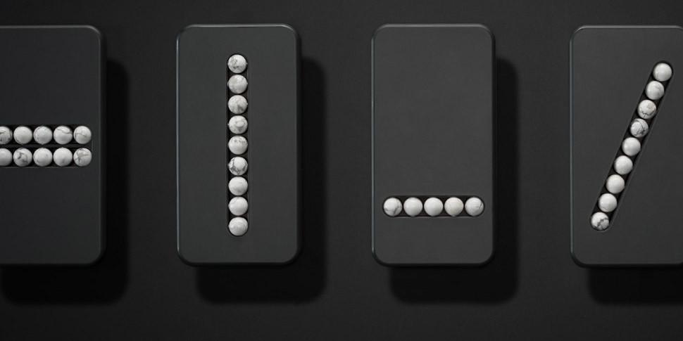 Дизайнер показал смартфон с каменными бусинами и без экрана
