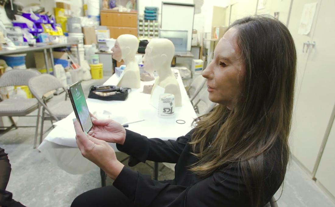 Журналисты попытались обмануть iPhone X бородой, близнецами и слепком лица