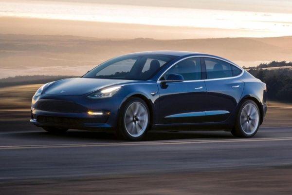 Стартовали массовые отгрузки электрокаров Tesla Model 3