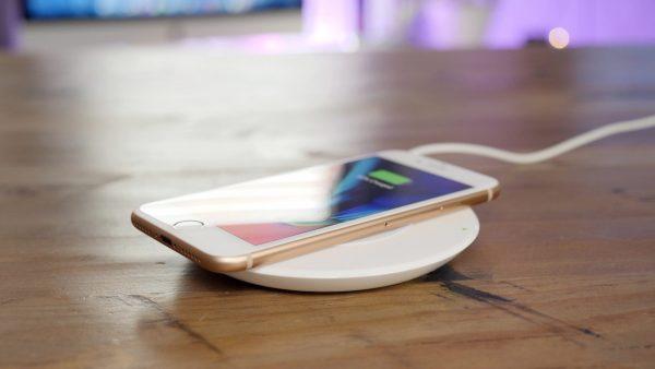 Apple активировала беспроводную зарядку