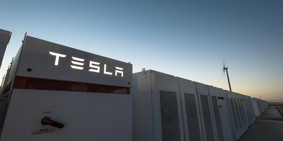 Tesla построила самую большую в мире литий-ионную батарею за 100 дней