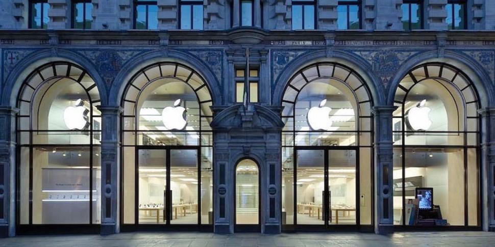 Банда на мопедах совершила набег на Apple Store