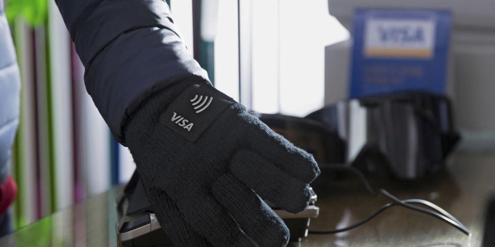 Visa выпустила NFC-перчатки для оплаты покупок