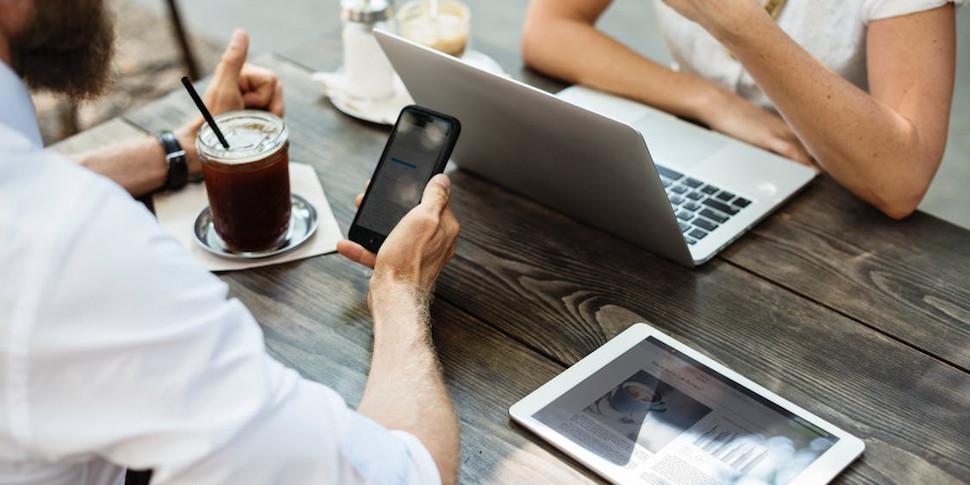 Исследование: люди больше зависимы от Wi-Fi, чем от алкоголя, курения и наркотиков