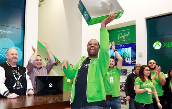Консоль Xbox One X наконец поступила в продажу