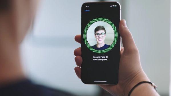 Новая прошивка сломала Face ID в Apple iPhone X