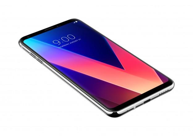 LG анонсирует начало продаж флагмана LG V30+ в Украине