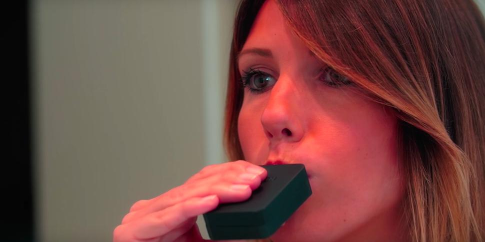 Почистить зубы за 3 секунды. На Kickstarter продают «умную» капу Unico