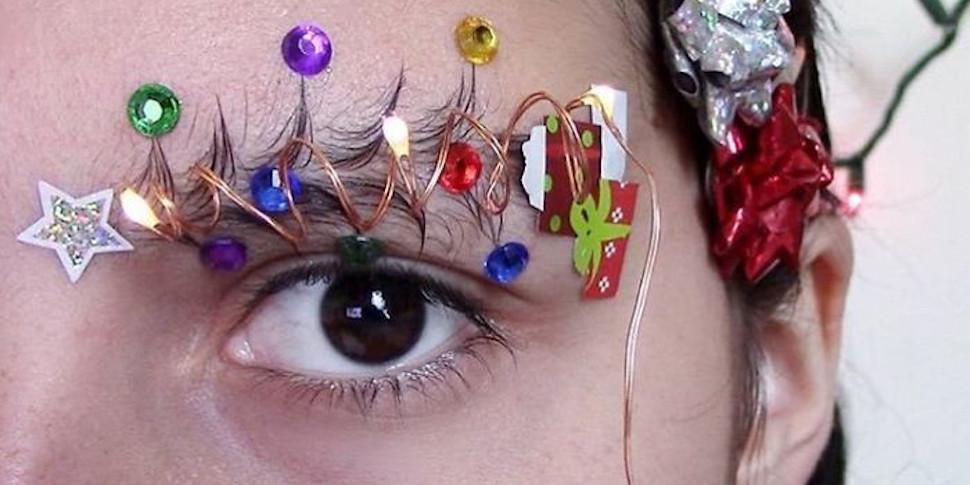 Тренд сезона: пользователи соцсетей превращают свои брови в новогодние елки
