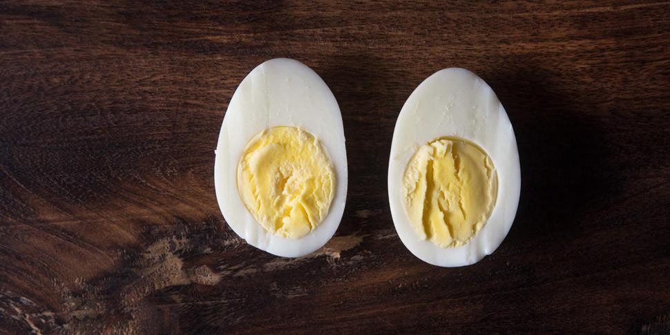 Ученые рекомендуют не разогревать в микроволновке вареные яйца