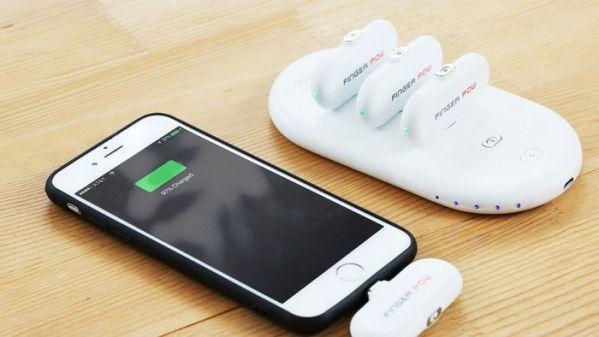 Внешняя АКБ FingerPow состоит из базовой станции и мини-аккумуляторов
