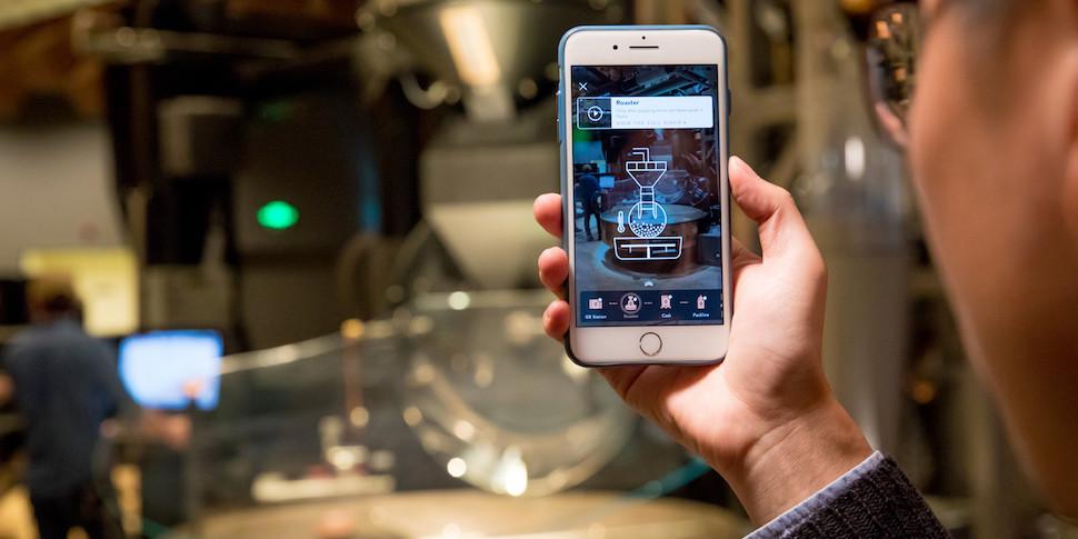 Starbucks внедряет в свое крупнейшее кафе дополненную реальность