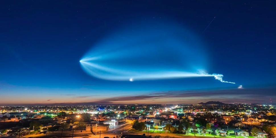 Видеофакт: таймлапс разлетающегося следа от Falcon 9