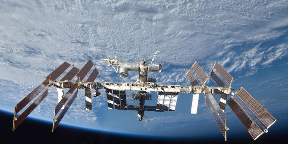 Астронавты впервые определили виды микробов на МКС без помощи с Земли