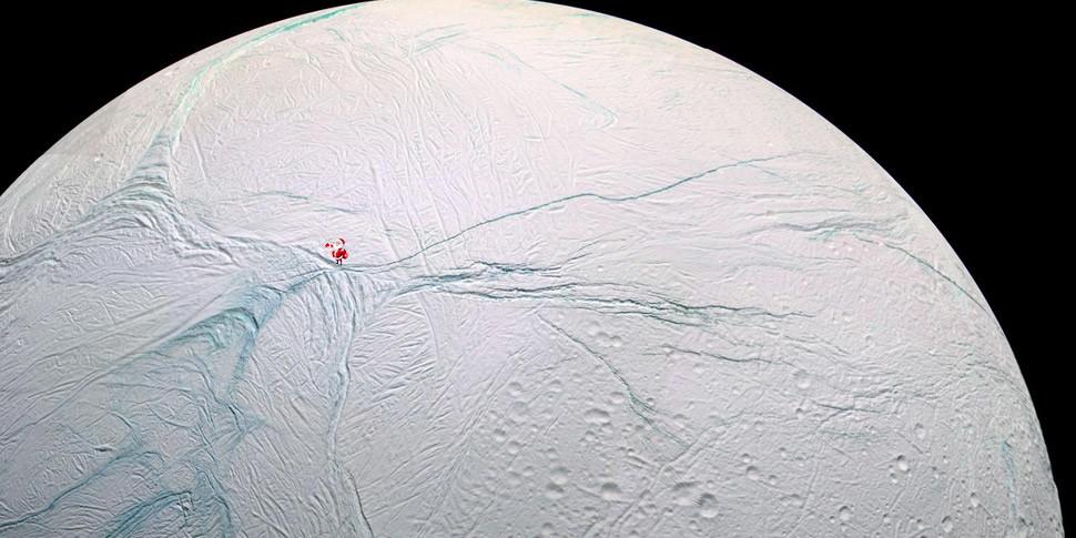 Ученые назвали Энцелад возможным местом для базы Санта-Клауса